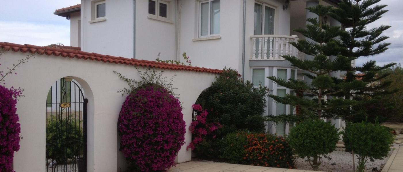 LUXURIOUS 5+1 VILLA IN ALSANCAK