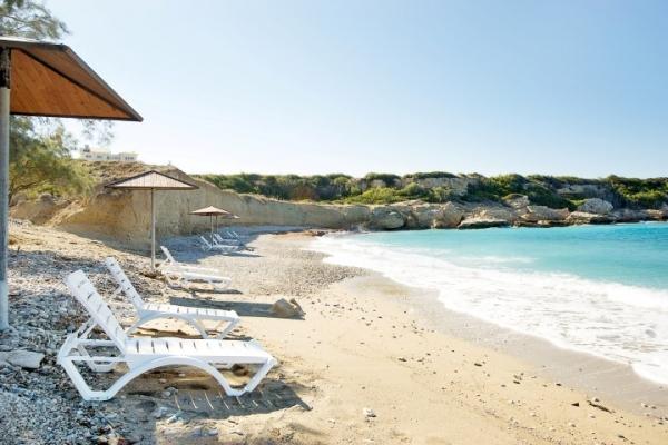 aquamarine-beach-46E354435-62A2-1028-E0FA-29050EA2CE34.jpg